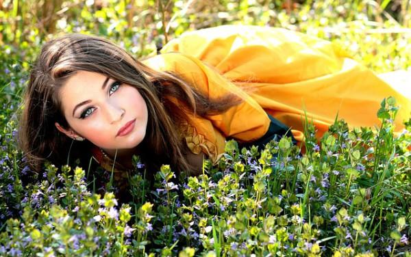 girl-1319138_640